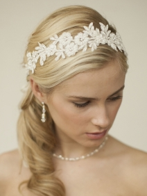 Our Favorite Boho Wedding Trends: Lace headbands